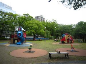 横浜公園 遊具 子供 駐車場 アクセス